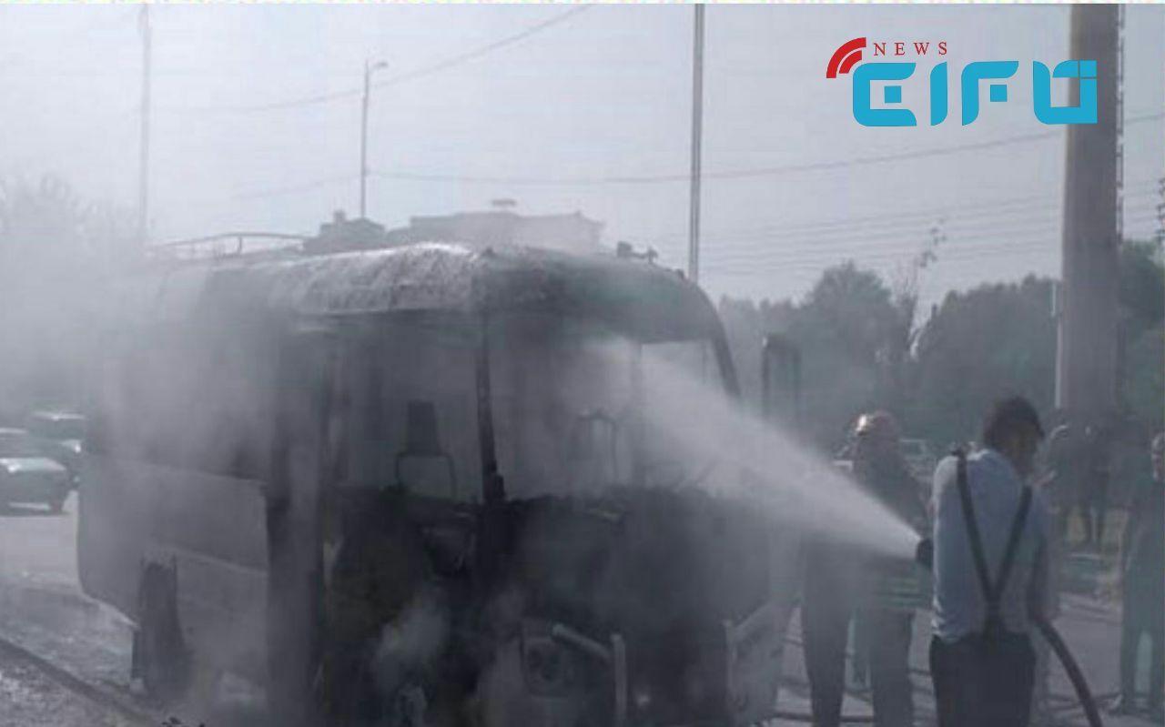 خودروی حامل کارکنان مرکز بهداشت شادگان در آتش سوخت