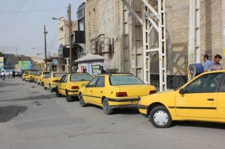 توزیع کاور جداکننده رایگان بین رانندگان تاکسی های درون شهری رامهرمز